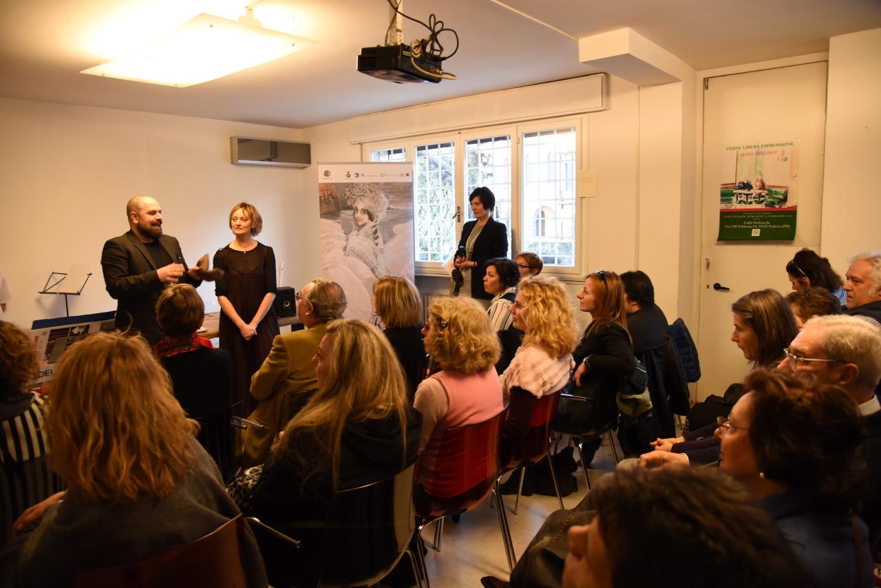 L'organizzatrice del festival Natalia Pirogova con lo scrittore e filosofo Andrea Colamedici\n