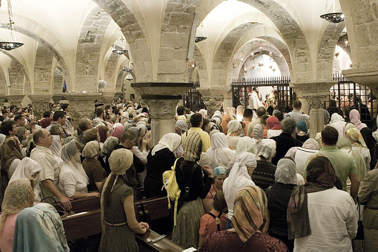 La cripta della Cattedrale di Bari dove si trova la Tomba di San Nicola.