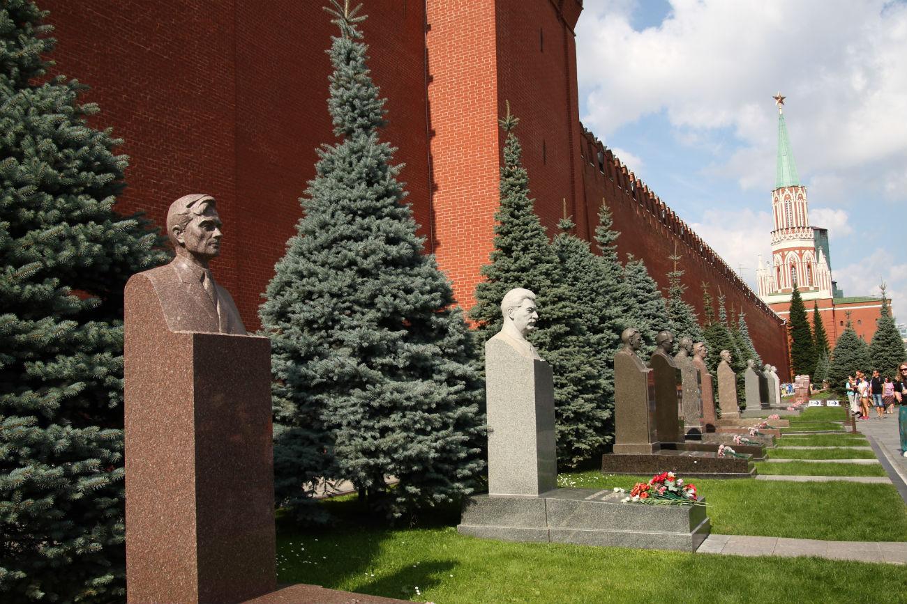 Le tombe vicino al mausoleo di Lenin in Piazza Rossa. Fonte: Ivano dei Giudici