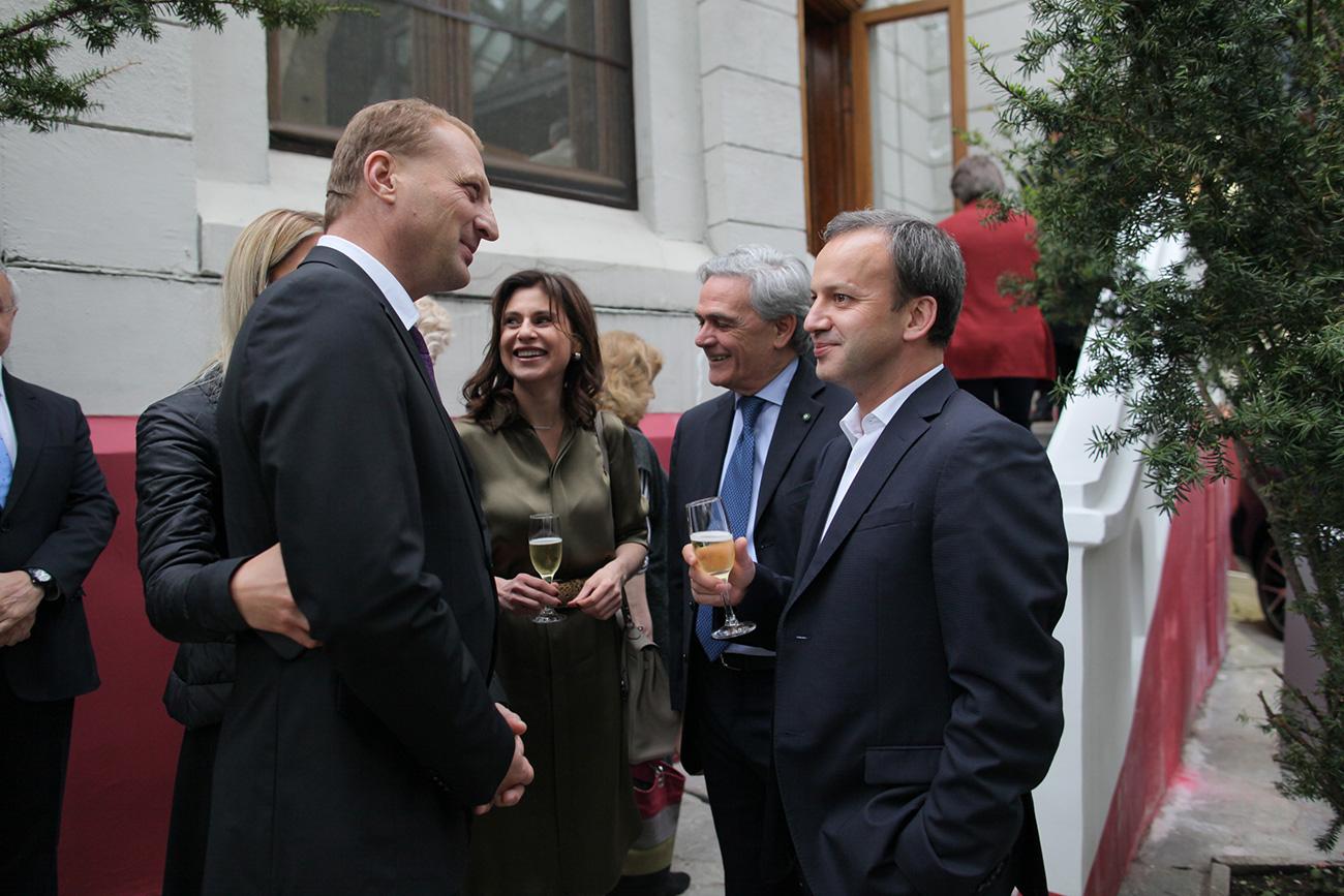 In rappresentanza del governo russo, alle celebrazioni hanno partecipato anche il vice primo ministro Arkadij Dvorkovich (a destra nella foto) e il vice ministro della Cultura Alla Manilova