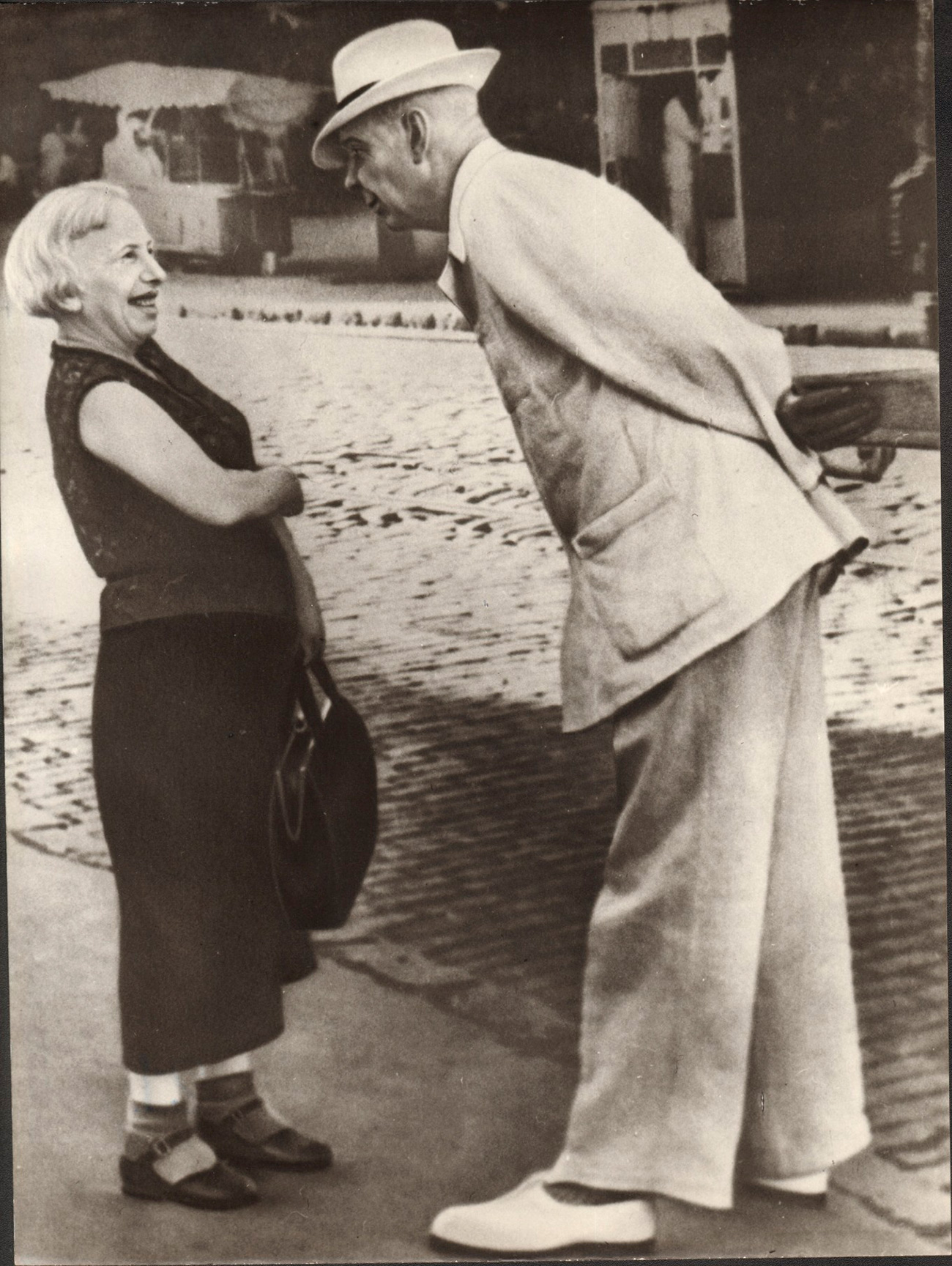 """""""Oggi queste fotografie sono diventate un prezioso riferimento per conoscere la rappresentazione di sé che dava l'Unione Sovietica, una società rapidamente scomparsa con il dissolversi dell'Urss e che, proprio a seguito degli avvenimenti del 1991-1992 e dei successivi anni fino al 2000 circa, ha rapidamente rimosso il suo recente passato, specialmente nello stile di vita, nei ricordi personali tramandati alle nuove generazioni, disperdendo molte delle fonti documentarie che potevano aiutarla a ricordare, come i servizi fotografici ora conservati in questo Fondo"""", ha spiegato in un comunicato Giovanna Bertelli nel dicembre scorso"""