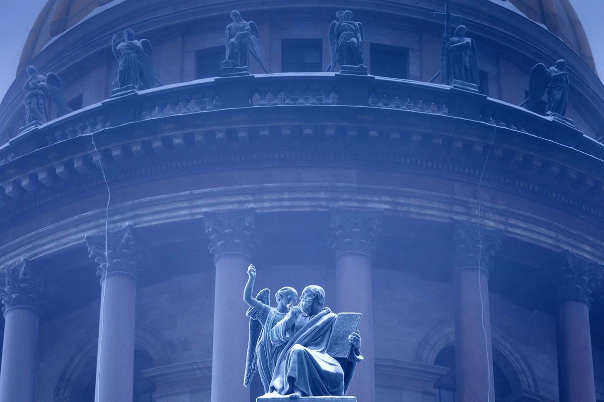 I tetti coperti di neve, i ponti che si riflettono sulla Neva, le cupole colorate delle chiese. Il fascino di San Pietroburgo si svela al pubblico di Roma grazie a una mostra che verrà allestita al Centro russo di scienza e cultura dal 16 al 30 giugno 2017. Nella foto, la cupola della cattedrale di San Isacco