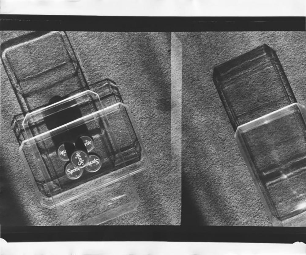 Slyusarev è stato ribattezzato il fotografo delle luci, delle ombre e dei riflessi: era infatti convinto che qualsiasi oggetto potesse risultare poliedrico e multiforme. All'interno di ogni oggetto è infatti possibile individuare un'infinità di dettagli tracciati dalle luci e dalle ombre / Fotografia № 23 (anni Settanta)