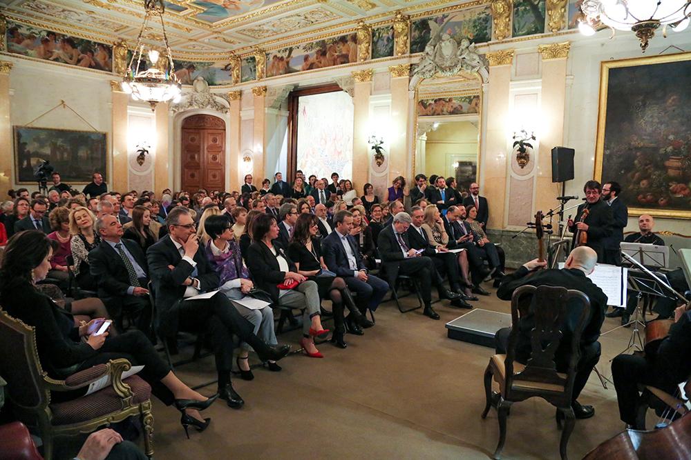 Seduti in sala, i rappresentanti del mondo culturale, economico e politico russo, tra i quali anche il vice primo ministro russo Arkadij Dvorkovich. Nella foto, il pubblico in sala