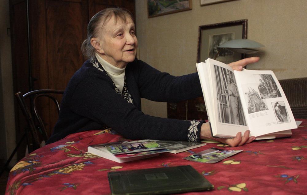 As histórias contadas no filme são comentadas pelo diretora do Hermitage, Mikhail Piotrovski, e pela diretora da Galeria Tretyakov, Zelfira Tregulova. / Retrato de Anna Kaminskaia, neta de Nikolai Punin