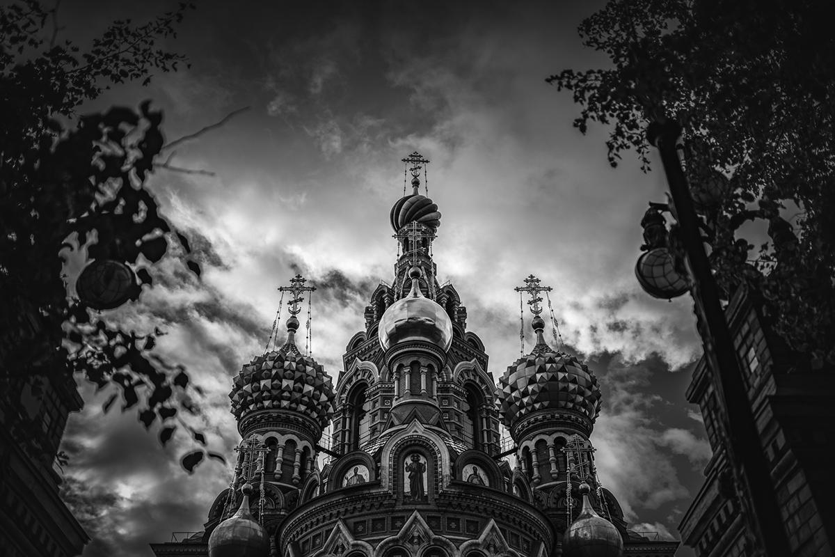 Non è un caso infatti che il Comitato per i rapporti con l'estero di San Pietroburgo abbia acquistato una serie di sue foto dedicate a San pietroburgo, con le quali ha allestito una mostra che sta facendo il giro del mondo. Nella foto, la Chiesa del Salvatore sul Sangue Versato
