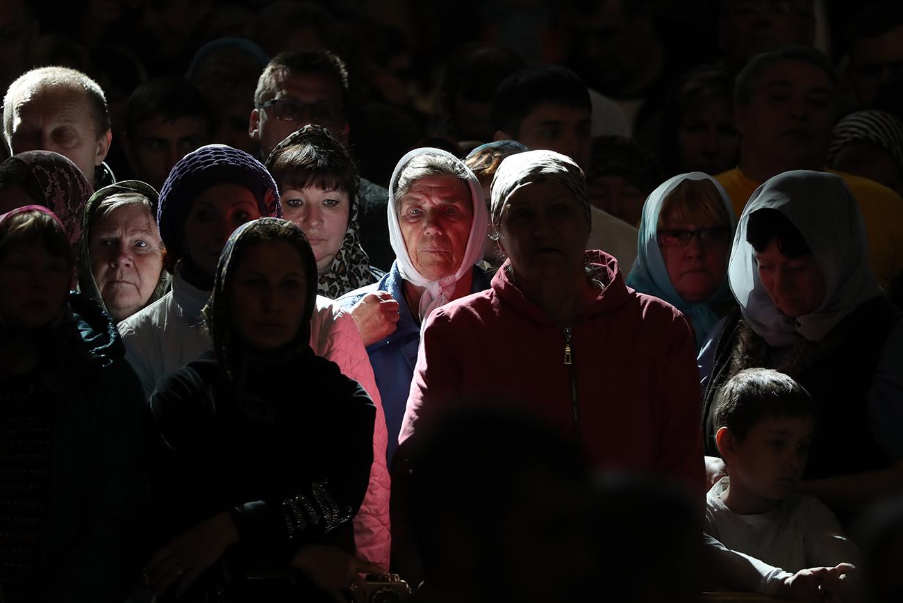 No ano passado, o papa Francisco aprovou a transferência temporária das relíquias para a Rússia durante um encontro com o patriarca Kirill no aeroporto de Havana, em Cuba. Ima multidão de fiéis russos se reuniu nesta segunda-feira (22) em torno da Catedral de Cristo Salvador, em Moscou, onde os restos sagrados foram recebidos.
