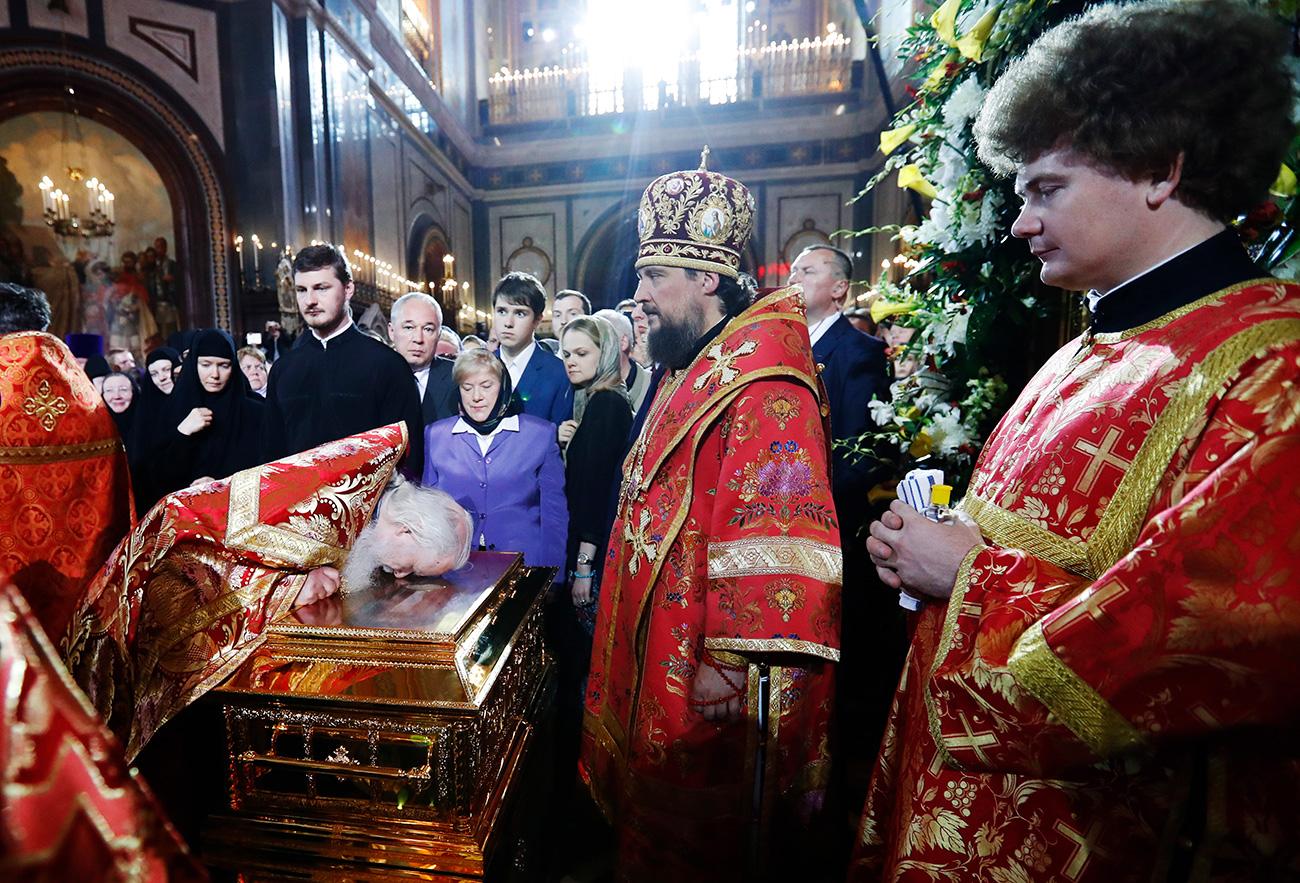 Apesar das várias tentativas no passado de organizar a transferência das relíquias, a ação só foi possível após o acordo entre os atuais líderes religiosos.