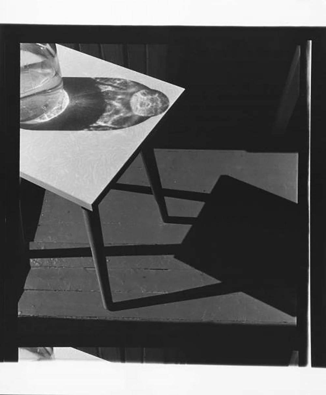"""Il successo per lui arrivò a cavallo tra gli anni Settanta e gli anni Ottanta, quando realizzò la serie fotografica in bianco e nero """"Quadrati"""" / Fotografia № 55 (1981)"""
