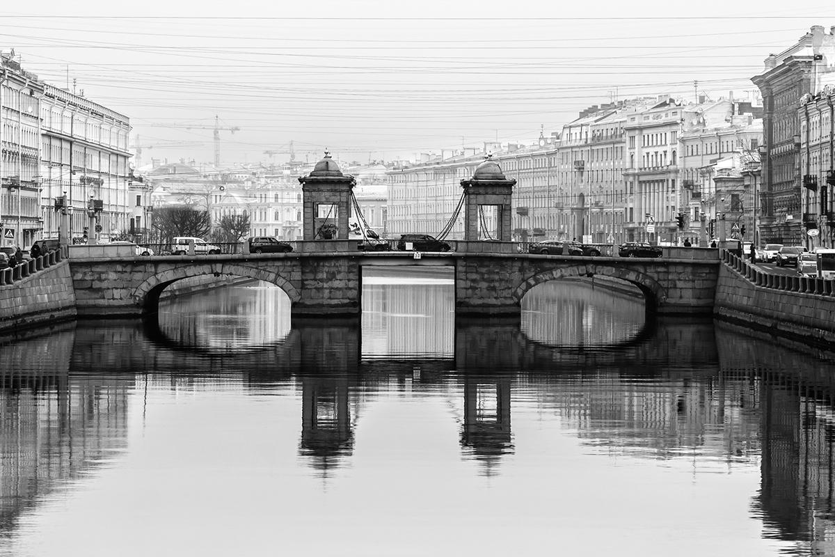 Dopo la carriera nel mondo della pubblicità, Ovcharov nel 2012 ha deciso di dedicarsi totalmente alla fotografia. Nella foto, il ponte Lomonosov