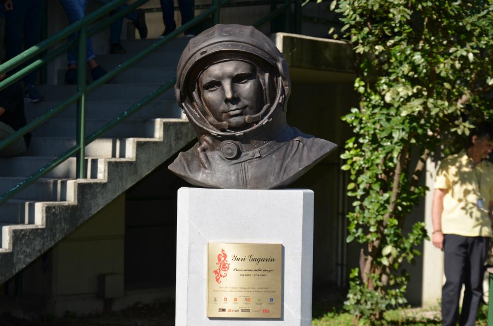 Il mezzobusto di Gagarin allestito a Pordenone
