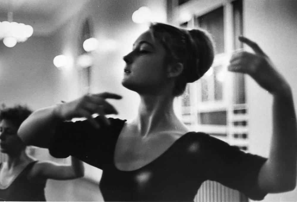 Nato a Mosca all'inizio del secolo scorso, Tarasevich ha iniziato la sua carriera collaborando con le riviste Smena e Leningradskaya Pravda / Lezione di danza, Norilsk, 1965