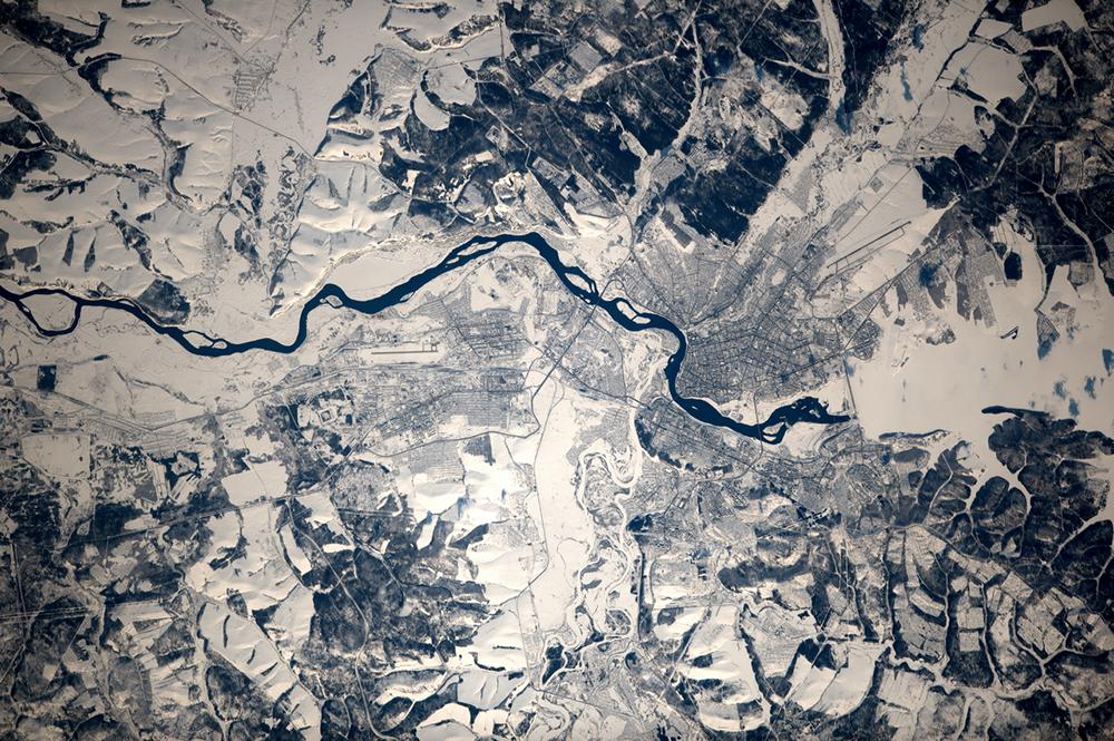 Irkutsk, nella Siberia centrale, è una delle città più importanti della Siberia. Sorge lungo il fiume Angara, a circa cinquanta chilometri dalla sua uscita dal lago Bajkal