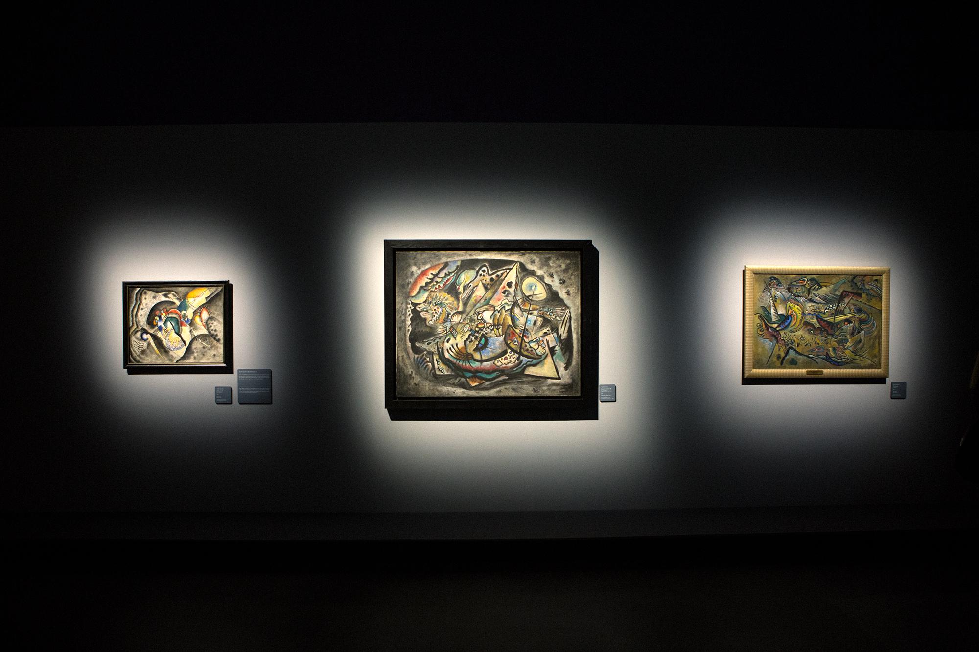 Vasilij Kandinskij è considerato l'artista che diede anima al colore. Tuttavia, prima di occuparsi seriamente di pittura, conseguì una laurea in giurisprudenza all'Università di Mosca. Ma a 30 anni decise di dedicarsi definitivamente alla pittura