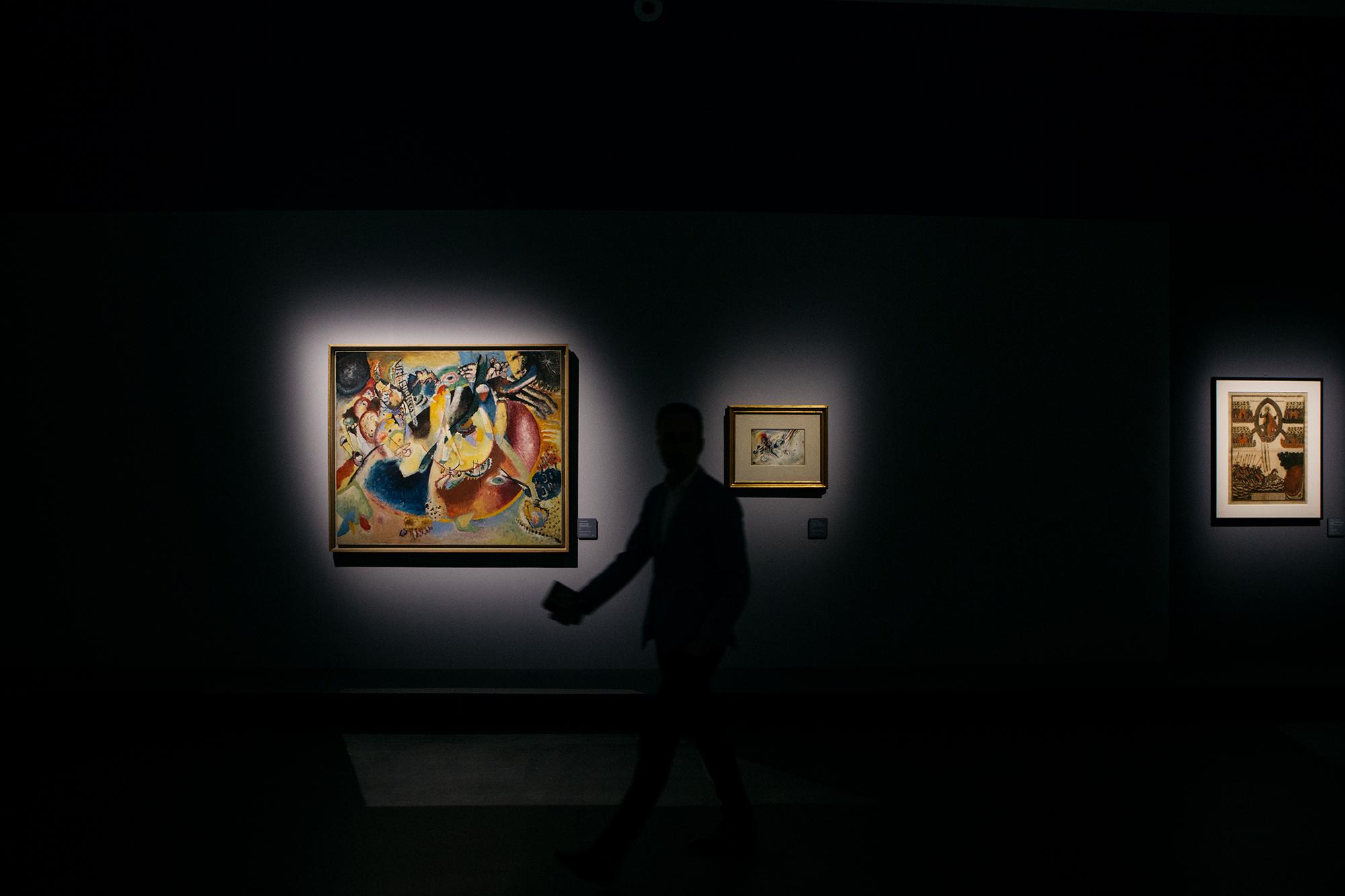 """Il primo lavoro astratto nell'opera creativa di Vasilij Kandinskij, e in generale la prima astrazione al mondo, è considerato """"Quadro con cerchio"""", dipinto nel 1911 e oggi conservato al Museo Nazionale della Georgia, a Tbilisi"""