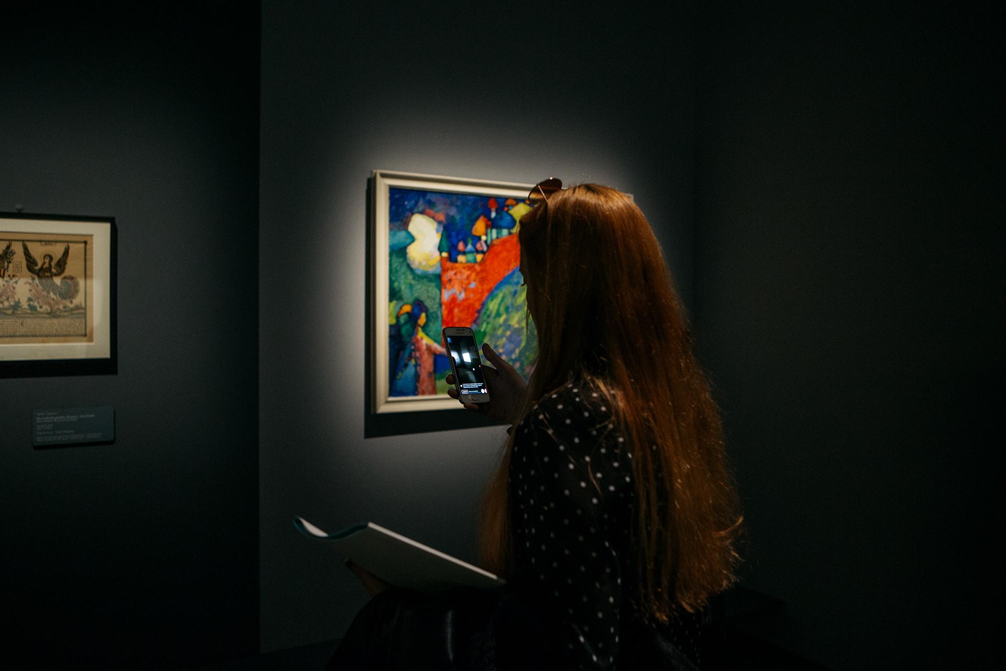 La pittura nella sua mente era strettamente associata alla musica e anche la sintesi tra le arti era per lui molto importante: egli infatti non si limitava alla pittura e alla musica, ma studiò anche design di interni, creava schizzi di pittura su porcellana, abbozzava abiti e mobili, si interessava di fotografia e cinema
