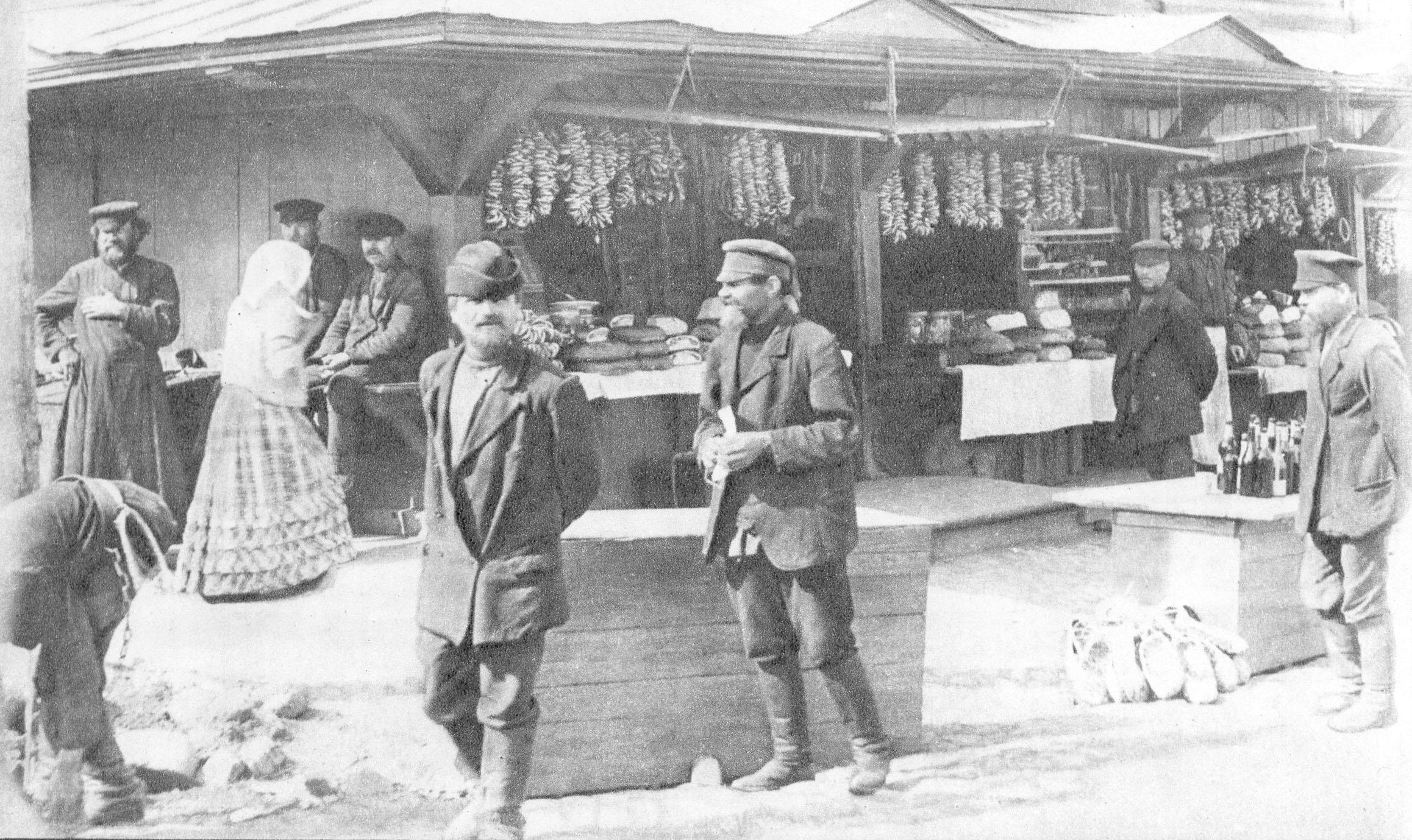 Visitatori al mercato.