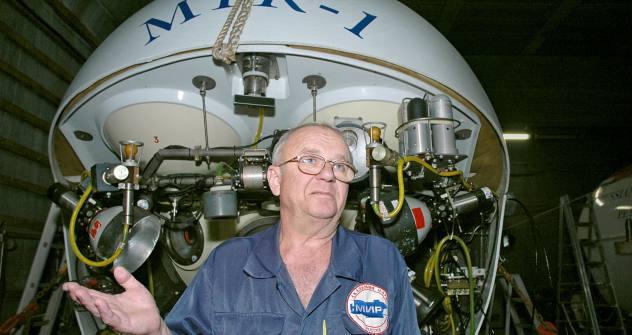 「タイタニック」号を50回以上調査し同船の秘密をよく知る潜水技術士のアナトリー・サガレヴィッチさん=タス通信撮影