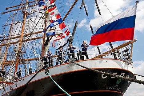 帆船「セドフ」号が5月20日、14ヶ月にわたる初の世界周航のためサンクトペテルブルクを出港する=Alamy / Legion Media撮影