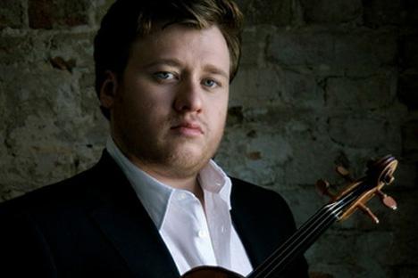 バイオリニスト・バラーノフ氏。=PressPhoto撮影