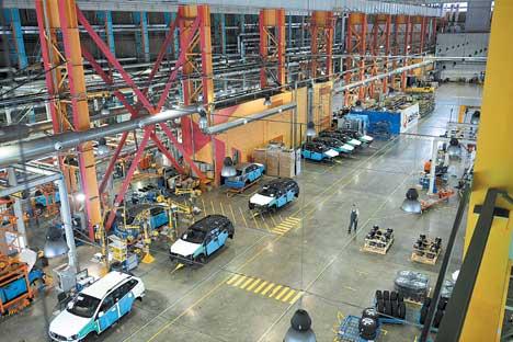 ウラジオストクで操業を開始したソラーズ社の自動車工場 =タス通信撮影