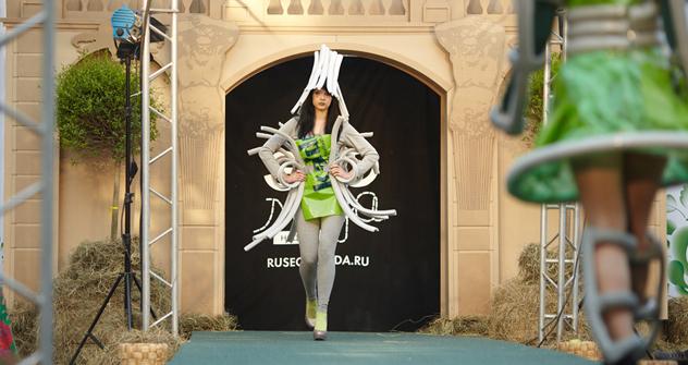 第1回「エコ・ファッション・ウィーク」のモデル達 =エレナ・ポチェトワ撮影