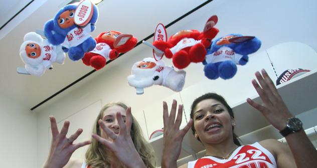 ロシア代表選手団のマスコットとなっていたチェブラーシカがロンドン五輪では使われないこととなった =タス通信撮影