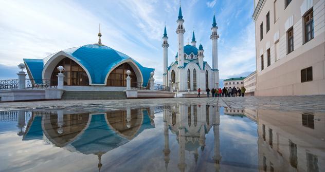 タタールスタン共和国の首都カザンではイスラム教のモスク、ロシア正教の教会のほか仏教寺院も共存し、街の景観を構成している。 =GeoPhoto撮影