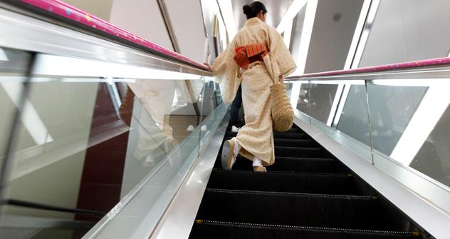 日本には、かつて芸者がたくさんいたが、今は少ないし、サムライのような人もほとんどいない=ロイター通信撮影