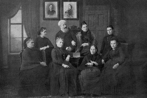 1878年の今日、サンクトペテルブルクに、ロシア初の女子大学である「ベストゥージェフ女学院」が開校した。