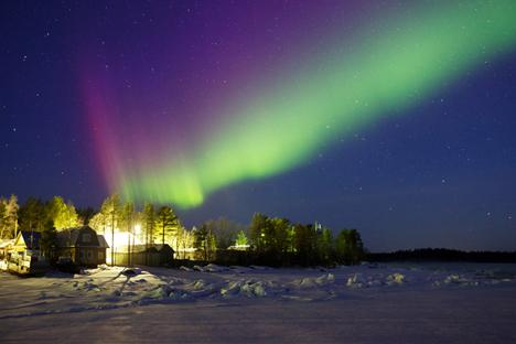 極北の空に緑の光 =アレクサンドル・セミョノフ撮影