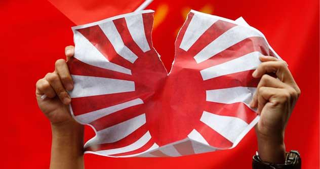 日本の店、レストラン、会社を破壊する大規模な反日デモは、中国で1週間続けられている。=AP撮影