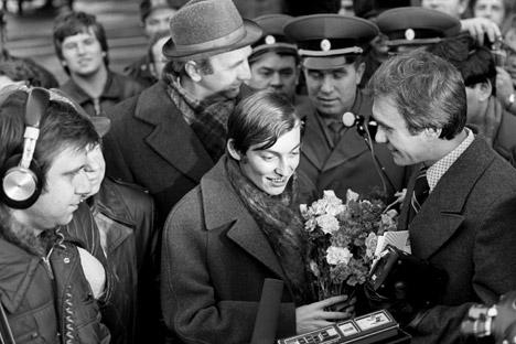 最後の6戦は、カルポフ有利の展開で、コルチヌイが勝負を放棄し、カルポフの勝利が確定した。モスクワ、1978年=タス通信撮影