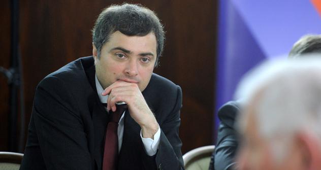 ウラジスラフ・スルコフ副首相兼内閣官房長官  =ヤナ・ラピコワ/ロシア通信撮影