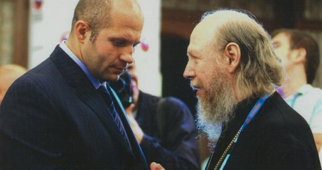 ヒョードル・エメリヤーエンコとシリヴェストル掌院    写真提供:ロシア正教会ヤロスラフ主教区スパソ・ヤコヴレフスキー・ドミトリエフ男子修道院