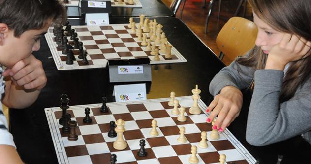 才能豊かな若いチェスの選手向けに、学習・練習会とセミナーを行う「チェス・イン・スクール」プログラム 写真提供:cis.fide.com
