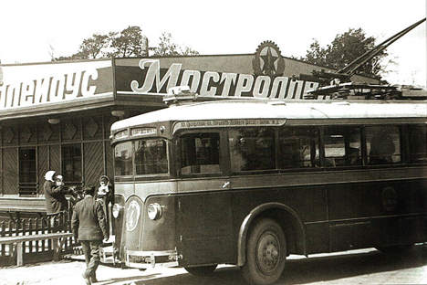 トロリーバスLK-1、1934年。