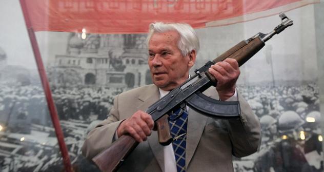 M.T.カラシニコフとカラシニコフ自動小銃 =PhotoXPress撮影