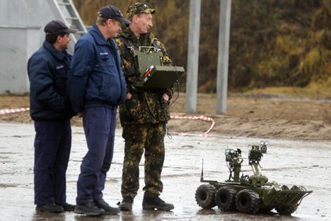 セルゲイ・ショイグ国防相は、兵士の代わりに、ロボットをロシア軍に導入する決定を行った =タス通信撮影