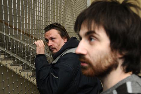 アートグループ「ヴォイナ」のメンバー:オレグ・ヴォロトニコフ(左)とレオニド・ニコラエフ(右)=タス通信撮影