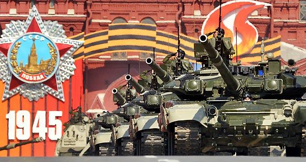 アナトリー・セルジュコフ大臣は、2012年内に軍の機動・戦闘準備を、ロシアとその同盟国の防衛を保証できるレベルまで向上させる、と断言した=AFP/East News撮影