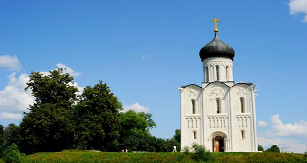 ネルリ河畔の生神女庇護聖堂 =ロシア通信撮影