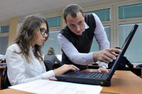 新法は幼稚園から大学院やインターンシップまでの、あらゆるレベルの教育について記している。=ウラディミル・ペスニャ撮影/ロシア通信