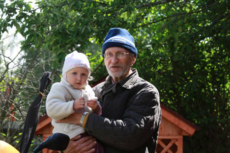 Working as a grandfather is not his only means of combatting loneliness. Source: avito.ru