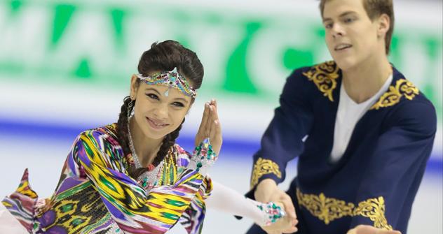 エレナ・イリイヌィフとニキタ・カツァラポフ組 =AP通信撮影