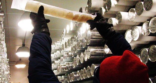 ボストーク湖の氷(凍結水)の物理特性は、普通の氷の特性とはまったく異なっている可能性がある =SCIENCE PHOTO LIBRARY/East News撮影