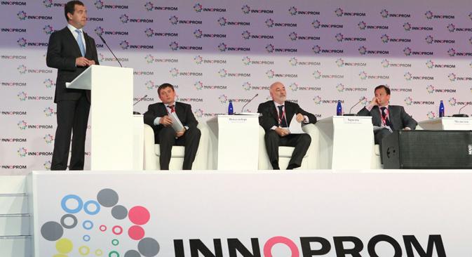 国際産業革新見本市「インノプロム2012」、メドベージェフ氏の発表 =ロシア通信撮影