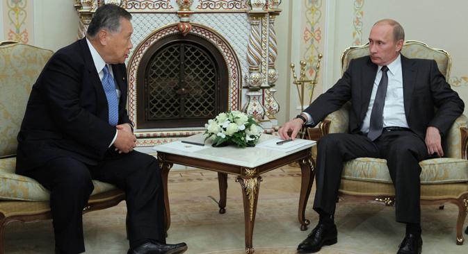 2010年、森喜朗元首相とプーチン首相 =ロシア通信撮影