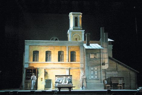 マリインスキー劇場で上演されたオペラ「カラマーゾフの兄弟」(作曲・スメルコフ、演出・バルハトフ)の一場面=ナタリア・ラージナ撮影