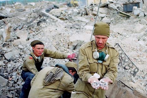 ネフチェゴルスクの町地震後 =ロシア通信撮影